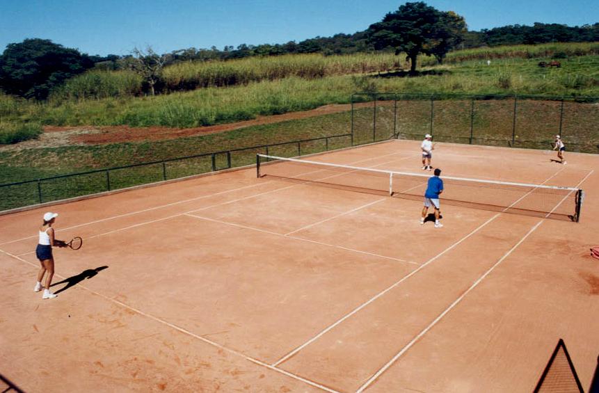 Quadra de tênis: lazer no Hotel Fazenda Boa Esperança